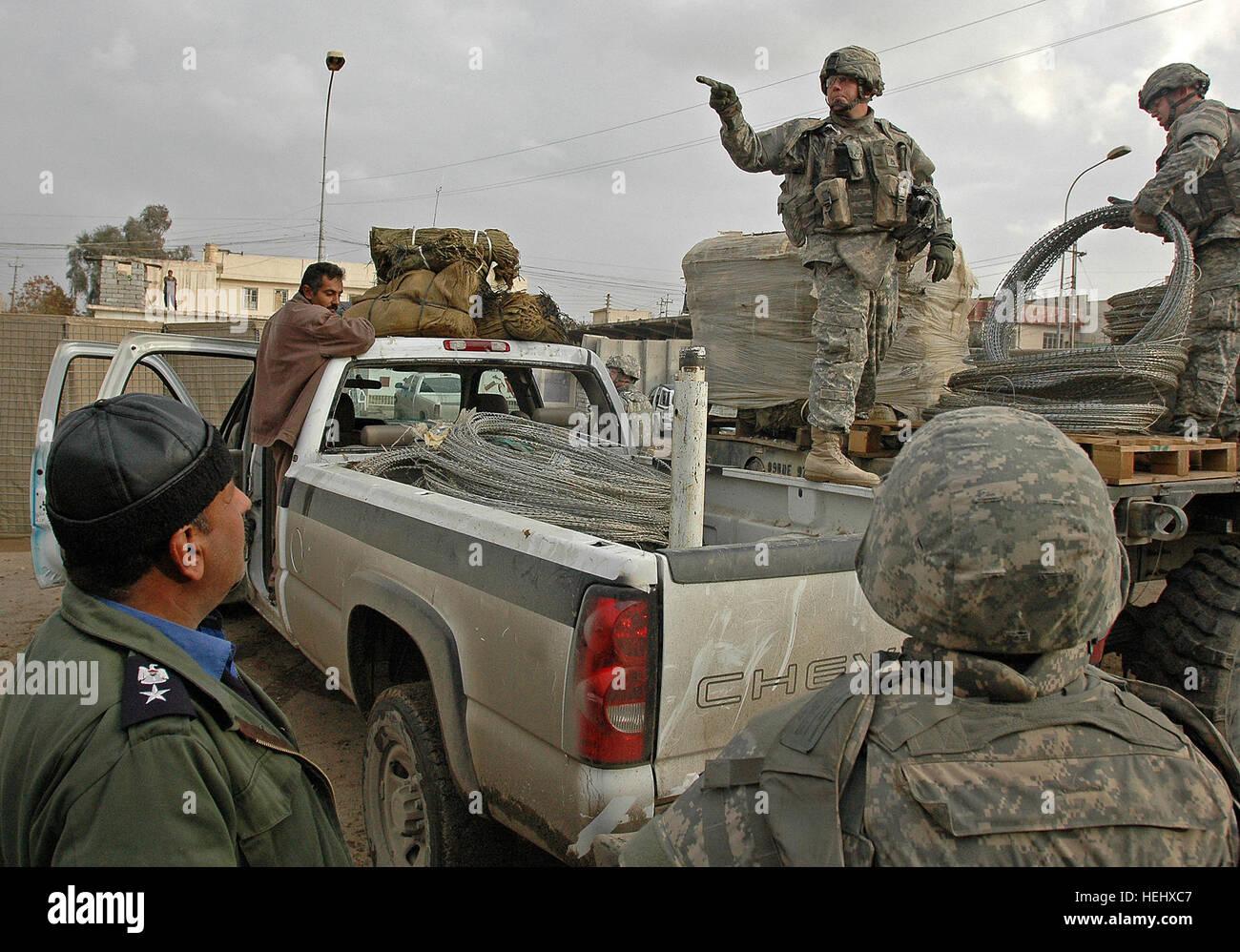 Ungewöhnlich Militärische Snaredraht Zeitgenössisch ...