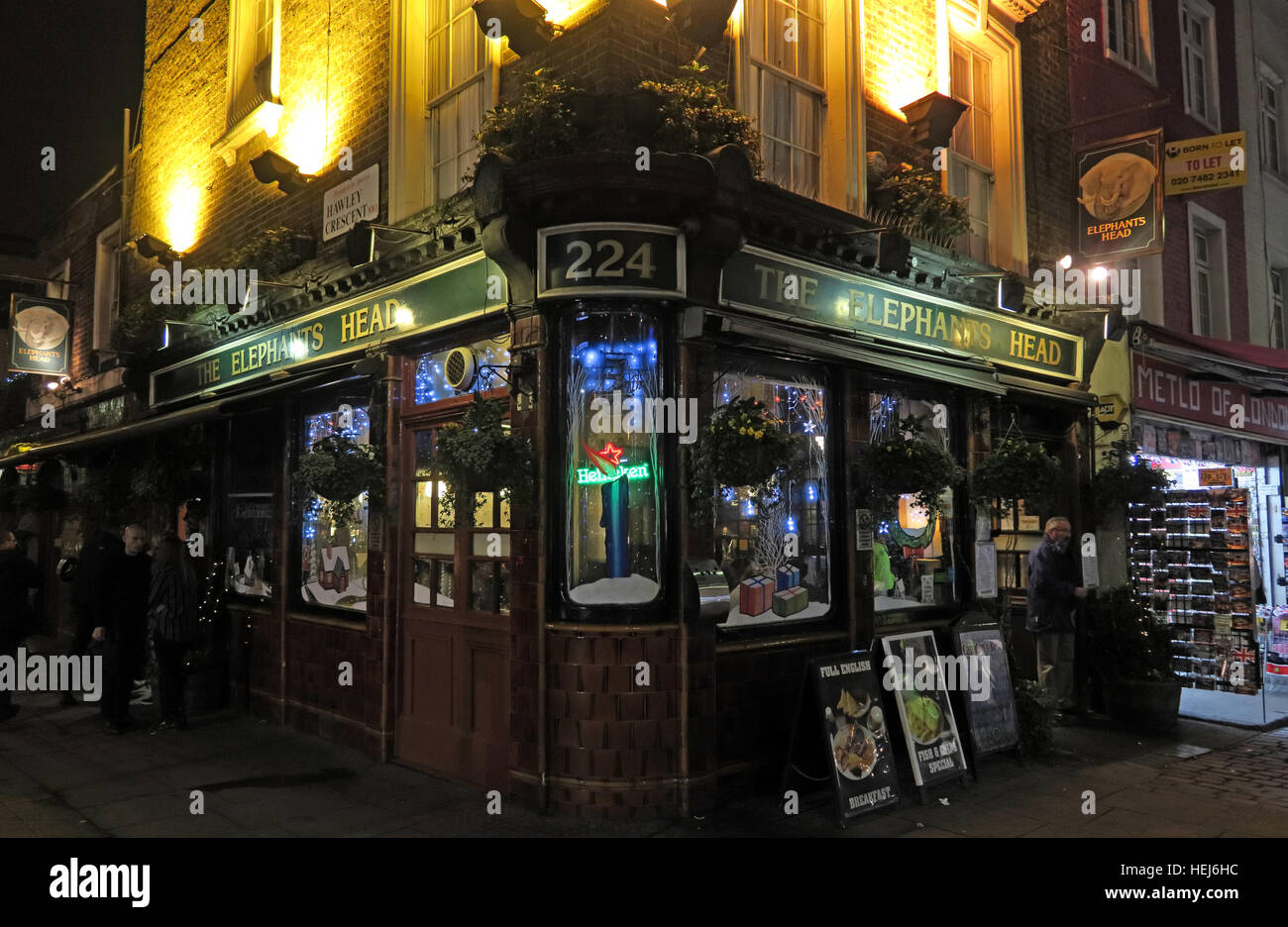 Camden Town bei Nacht, Nord-London, England, UK - The Elefanten Head Pub 224 Stockbild