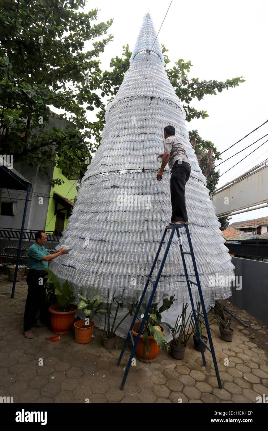 Jakarta, Indonesien. 22. Dezember 2016. Arbeitnehmer Schliff den ...