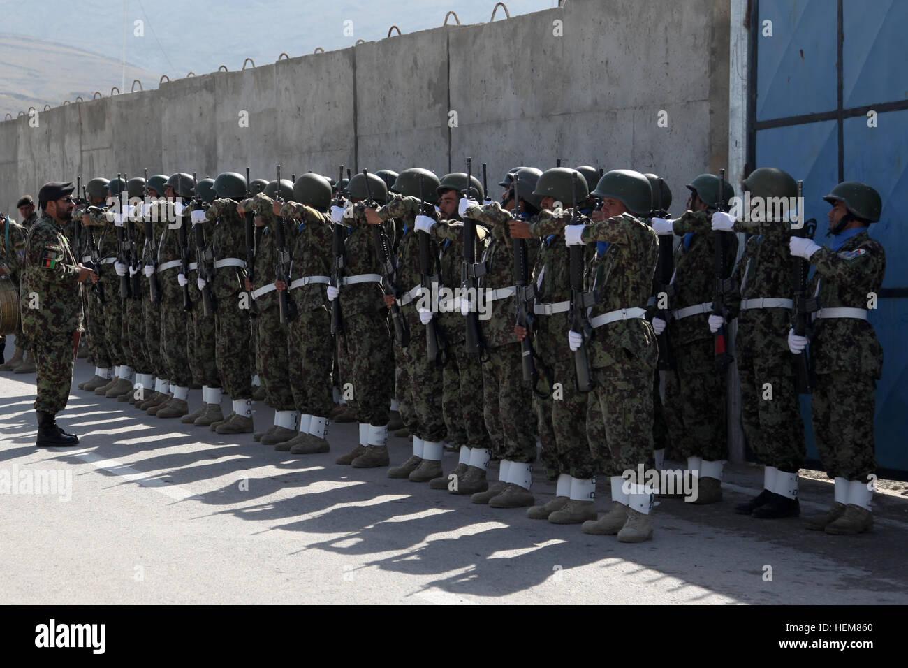 Afghan National Army (ANA) Ehren Garde Soldaten in Bildung während ...