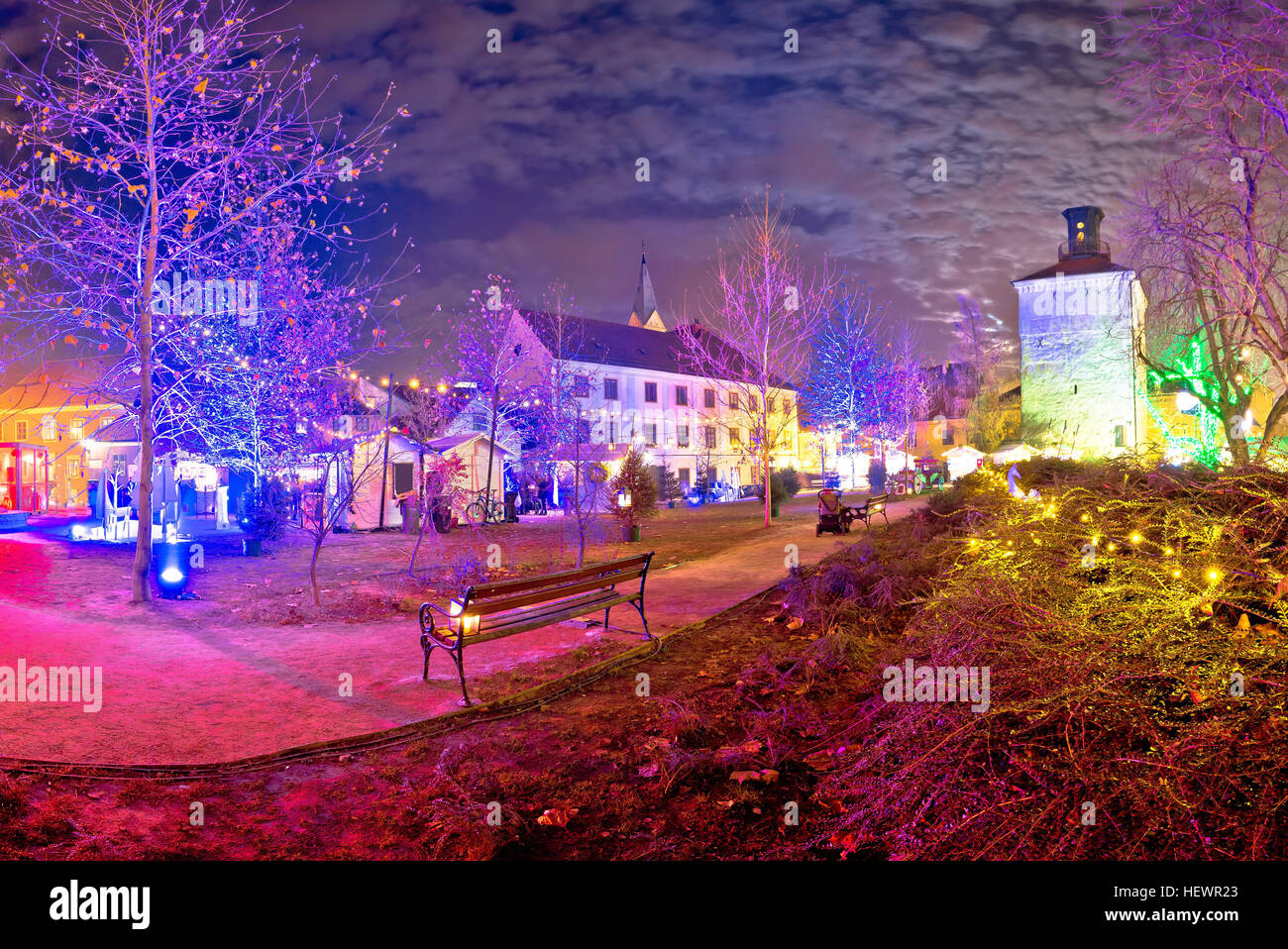 Weihnachten In Kroatien.Zagreb Oberstadt Weihnachten Abend Marktansicht Historische