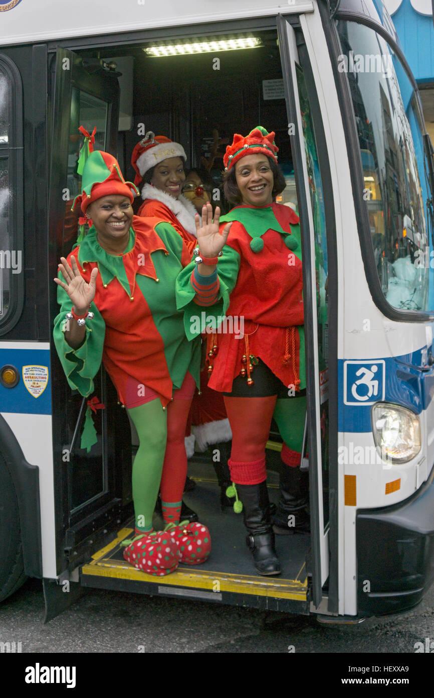 3 Kirche Freiwilligen gekleidet wie Elfen von einer ...