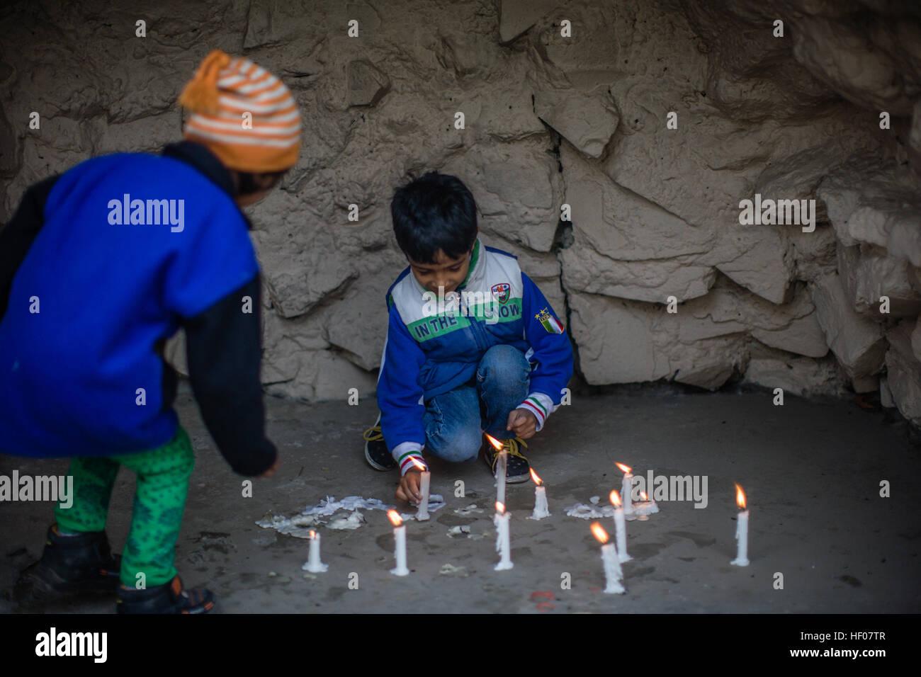 25. Dezember 2016 - Srinagar, Jammu und Kaschmir, Indien - Kinder ...