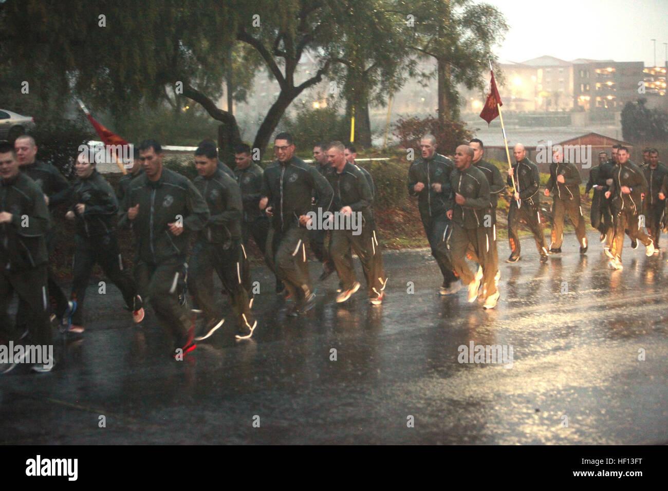 Marines und Segler mit Bekämpfung der Logistik-Bataillon 13, 1 ...