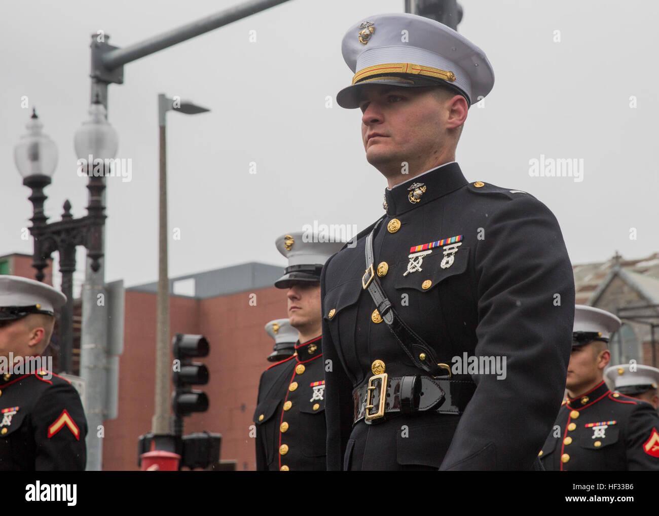Marines Special-Purpose Marine Air-Ground Task Force-Boston an Bord der USS Arlington, eine konsequente Haltung Stockbild