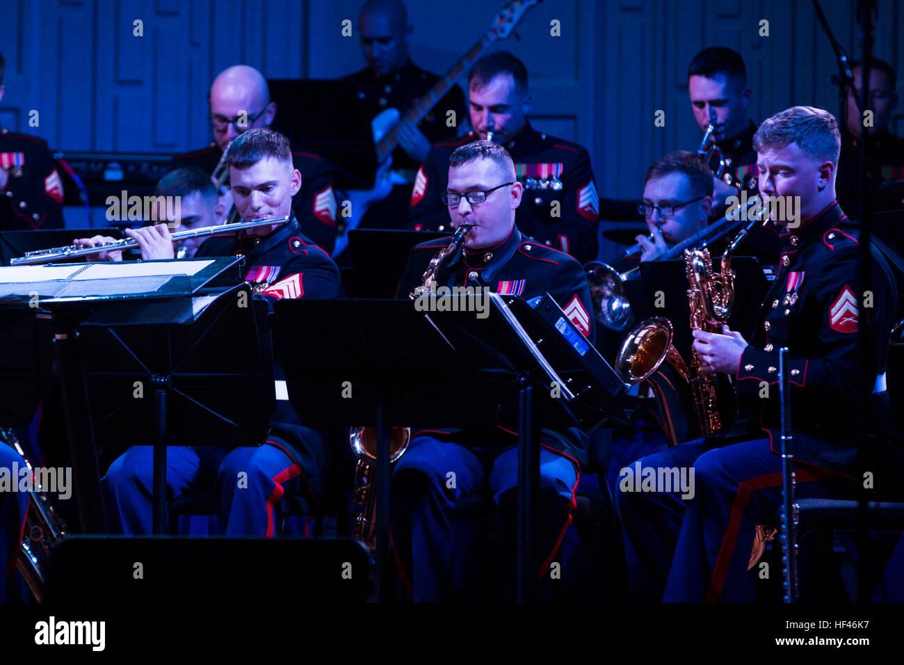 Der 2. Marine-Division (2d MARDIV) Kommandierender General, Major General John K. Love, beherbergt ein Urlaub-Konzert Stockfoto