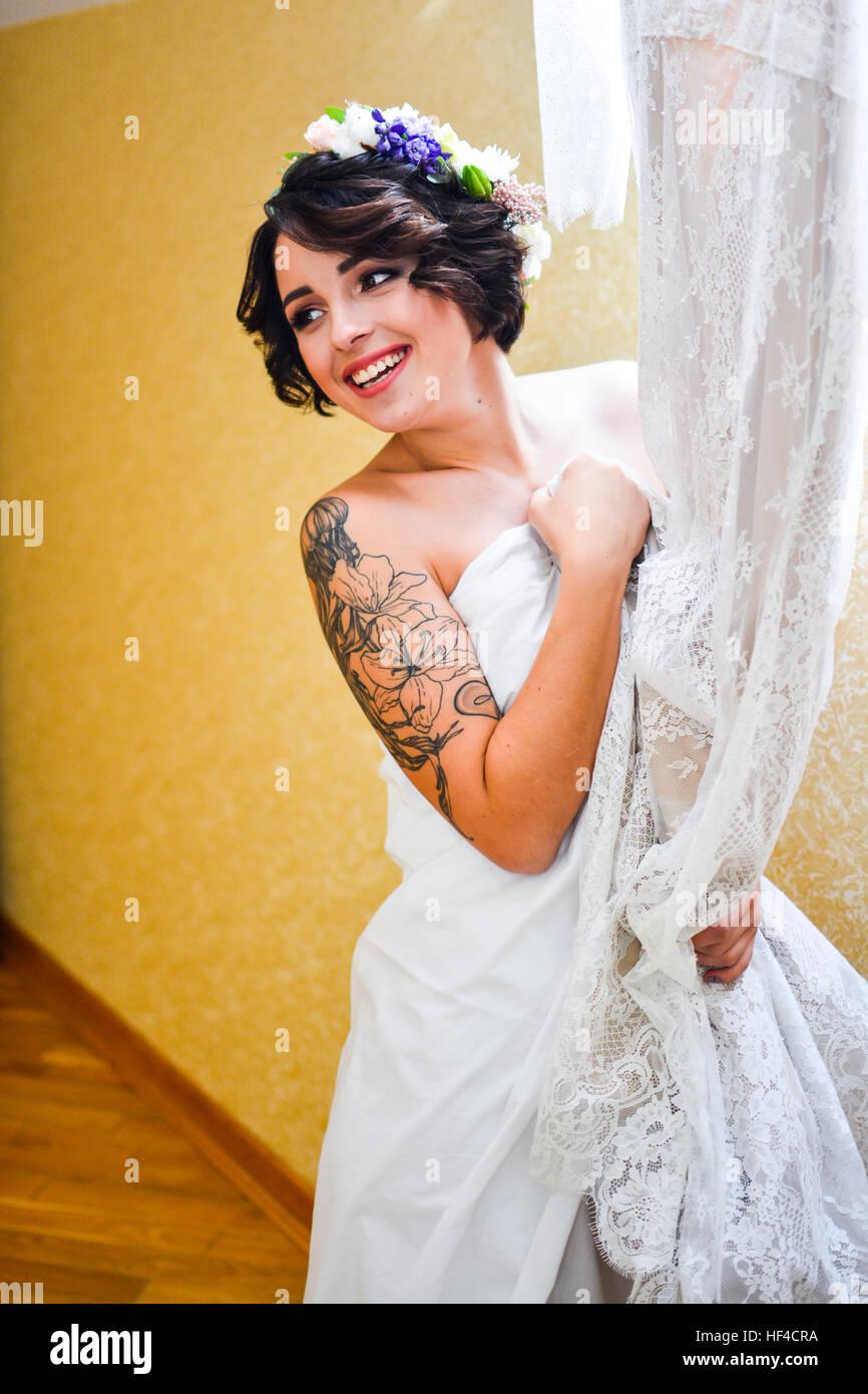 Erfreut Spitzenkleid Zu Einer Hochzeit Tragen Ideen - Brautkleider ...