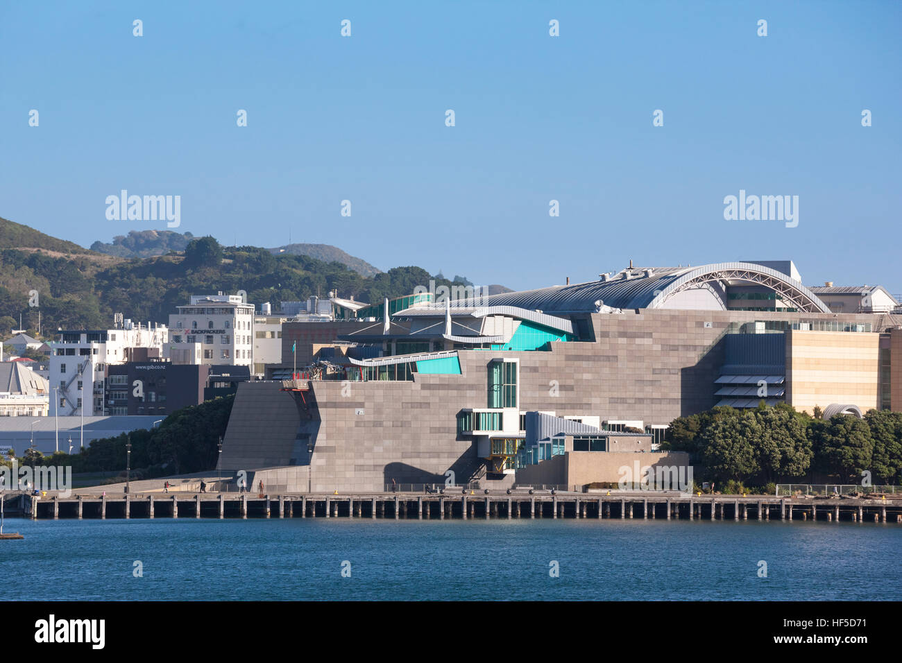Wellington Waterfront Wanderung mit Te Papa Tongarewa, Museum of New Zealand. Blick über den Lambton Harbour. Stockbild