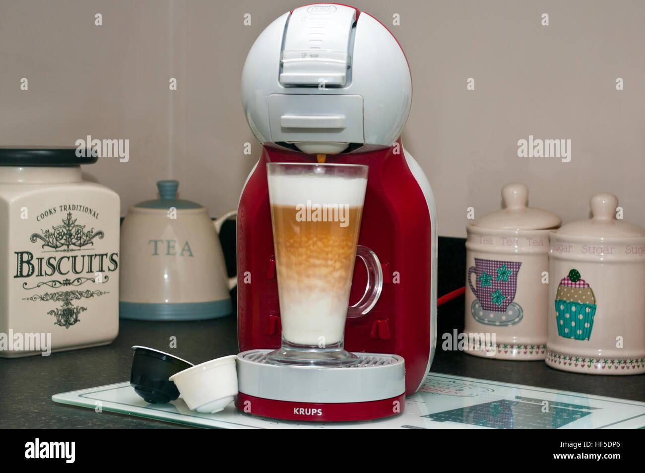 Nescafe Dolce Gusto Kaffeemaschine Stockbild