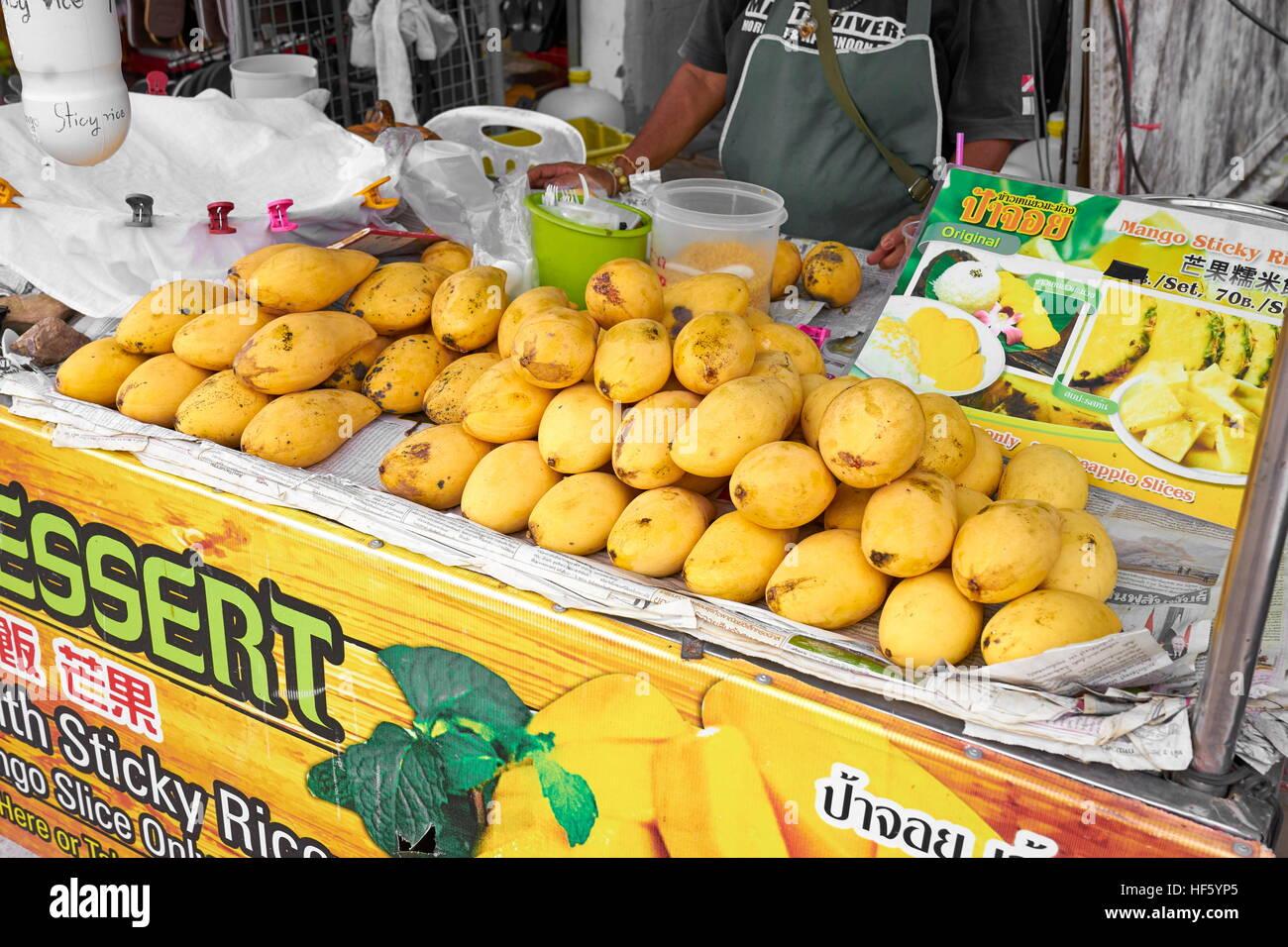 Mango auf Strassenlokal, Ko Lanta Island, Thailand Stockbild