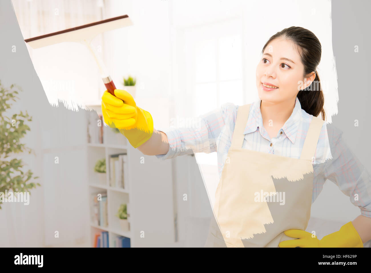 Attraktiv Fenster Reinigen Sammlung Von Glückliche Frau In Handschuhen Mit Lsuperben Zu