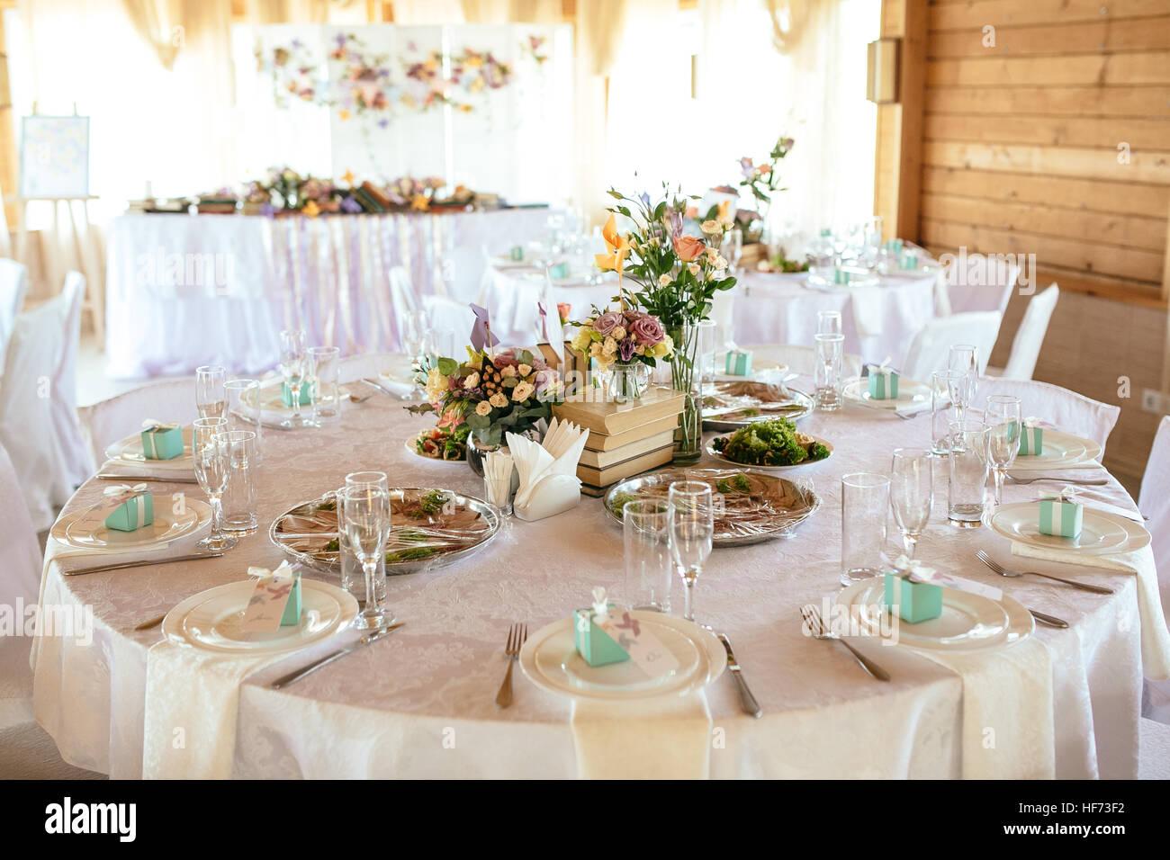 Hochzeit Tisch Termine Mit Schoner Dekoration Und Blumen Stockfoto