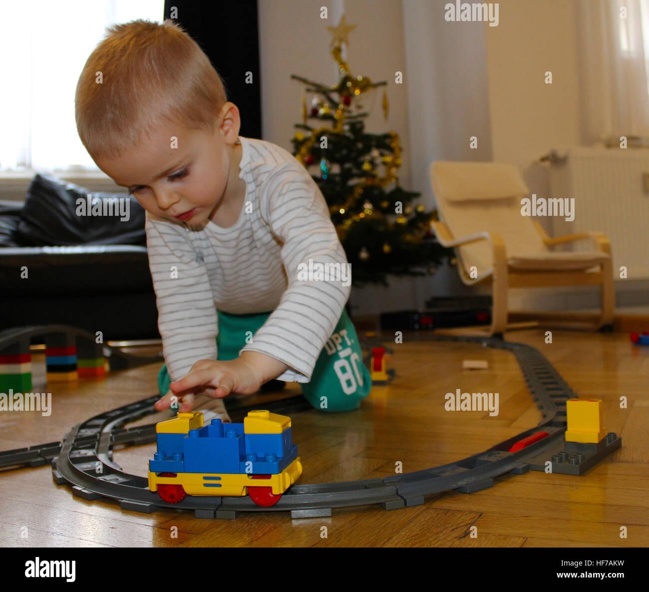 Duplo Weihnachten.Junge Baby Kind Zug Lego Duplo Weihnachten Geschenk Präsent