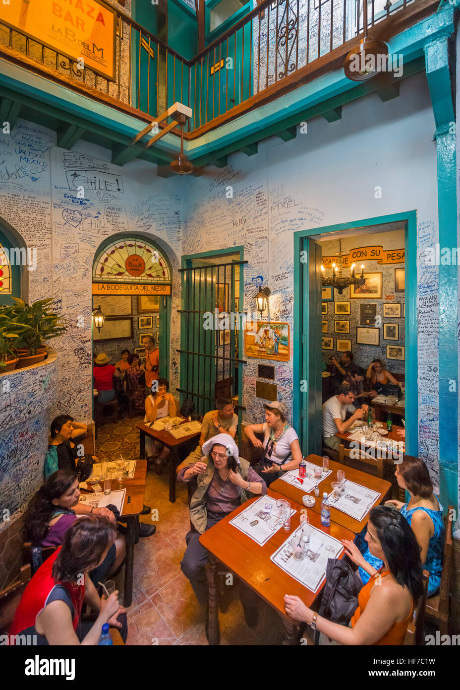 Havanna, Kuba. La Bodeguita del Medio, bar, die lokale hat starke Ernest Hemingway Verbindungen, Habana Vieja, Havanna, Stockbild