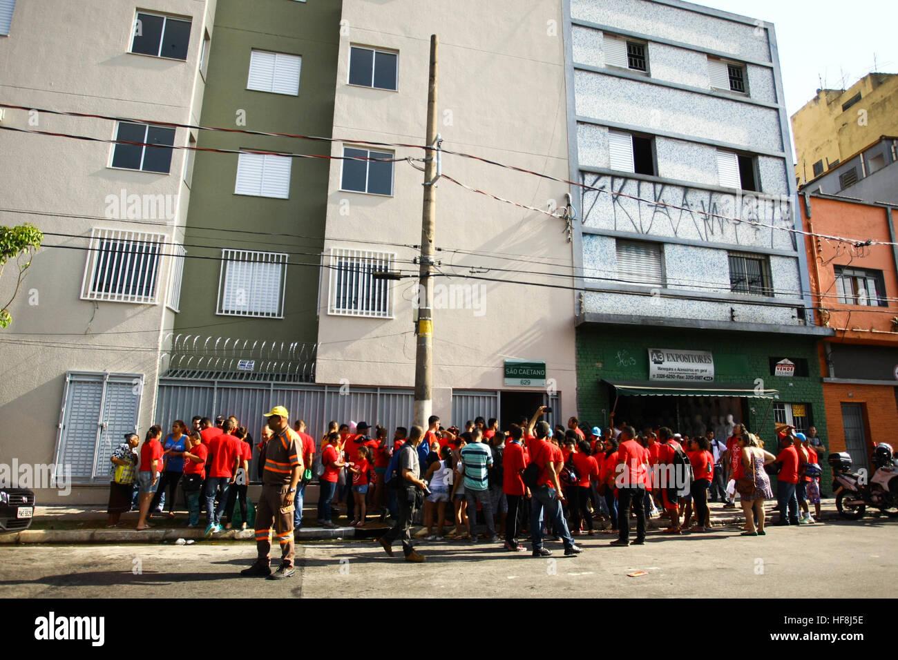 SÃO PAULO, SP - 29.12.2016: ENTREGA DE APARTAMENTOS DA PRIMEIRA PPP - anlässlich Gouverneur Geraldo Alckmin in den Morgenstunden des Donnerstag (29), Rua São Caetano im Zentrum von São Paulo, 126 Wohnungen der ersten Public-Private Partnership (PPP) im Land Gehäuse für einkommensschwache Familien. Sie nahmen an der Veranstaltung Bürgermeister Fernando Haddad und dem Bürgermeister John Doria. (Foto: Aloisio Mauricio/Fotoarena) Stockfoto