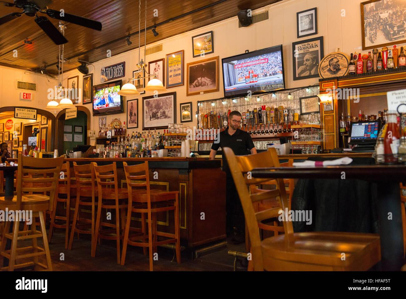 Bar Stools Pub Stockfotos & Bar Stools Pub Bilder - Alamy