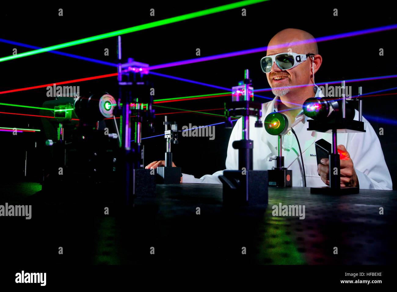 Laser Entfernungsmesser Wasseroberfläche : Mikrowellenkomponenten stockfotos & bilder