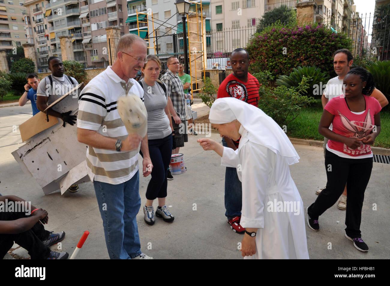 120705-N-YX169-013 PALMA DE MALLORCA, Spanien (4. Juli 2012) Lt ...