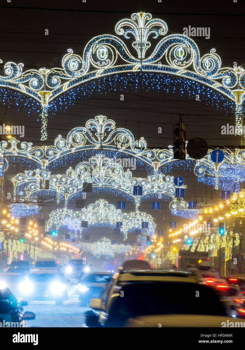 ST. PETERSBURG, Russland - 13. Januar 2016: Newski-Prospekt bei Nacht Weihnachtsbeleuchtung. Es ist die Hauptstraße Stockbild