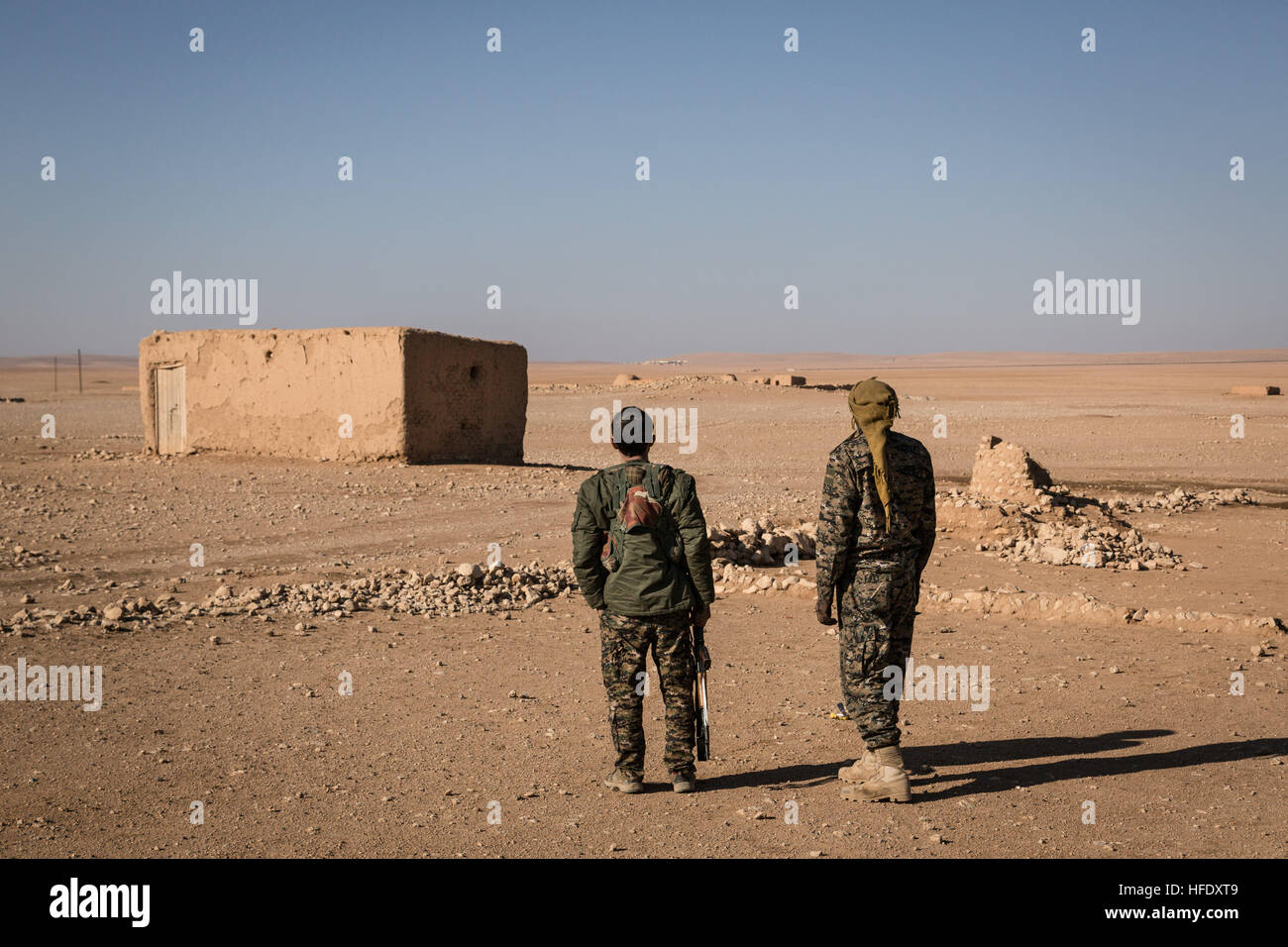 isis fighters raqqa stockfotos isis fighters raqqa bilder alamy. Black Bedroom Furniture Sets. Home Design Ideas