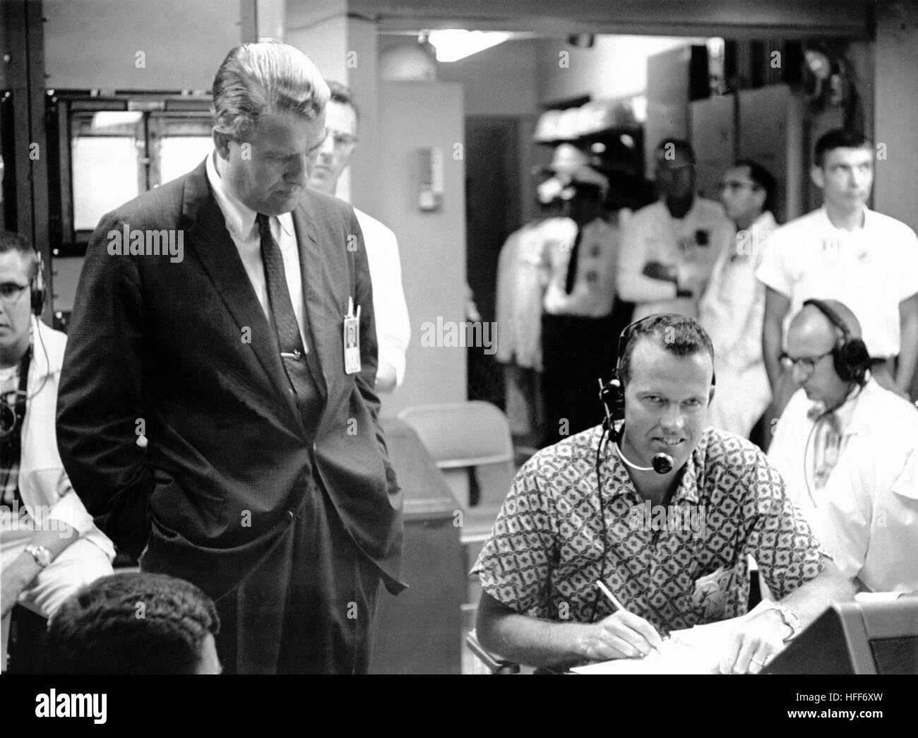 Dr. Wernher von Braun und Astronaut Cooper 000038 Stockfoto