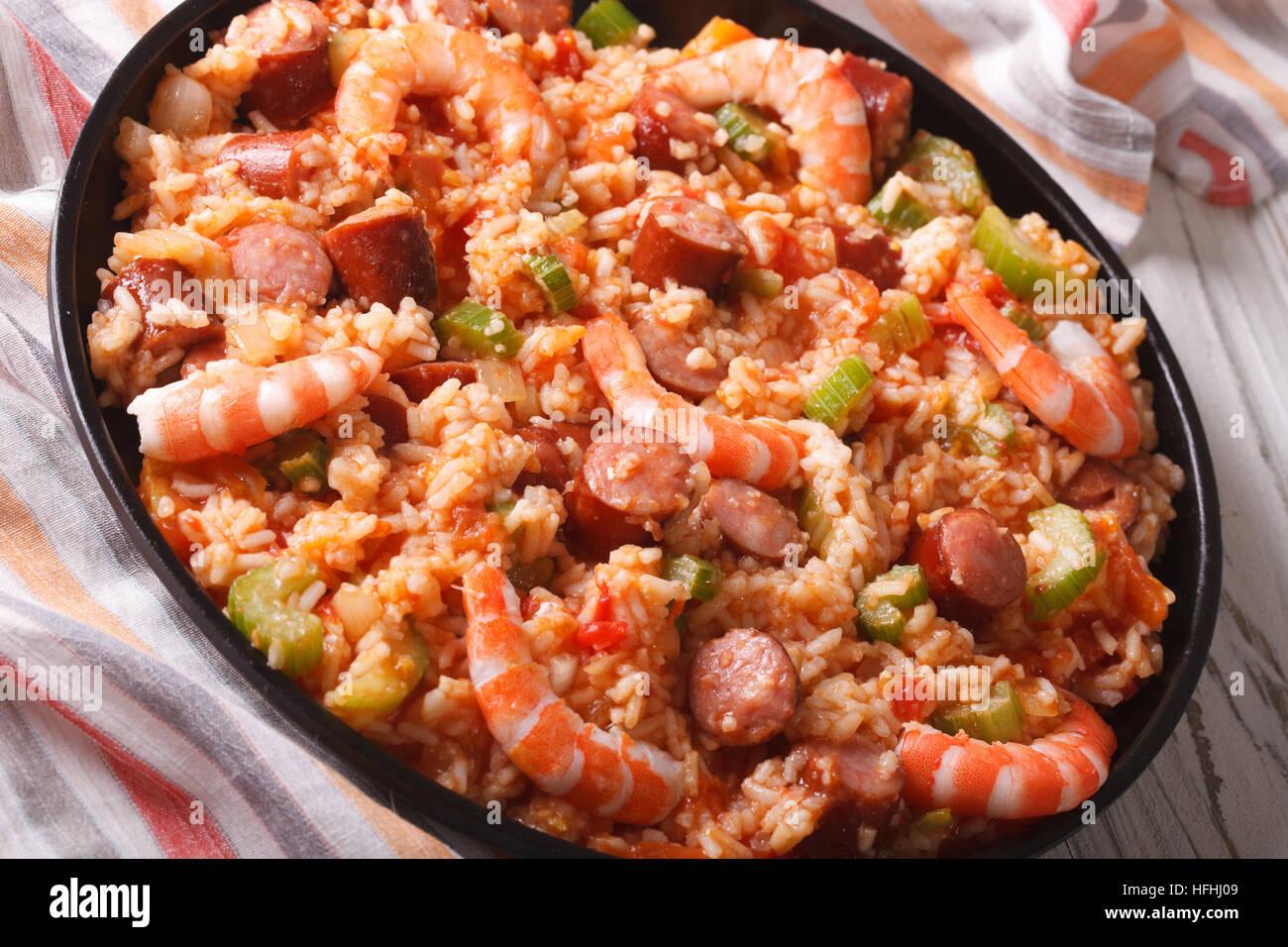 Beau Kreolische Küche: Jambalaya Mit Garnelen Und Wurst Nahaufnahme Auf Einer  Platte. Horizontale