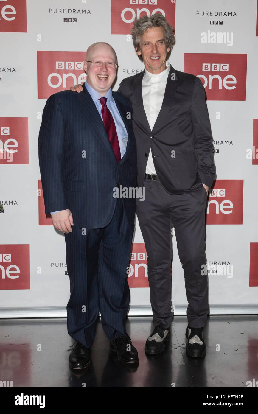 London, UK. 14. Dezember 2016. Peter Capaldi (The Doctor), rechten ...
