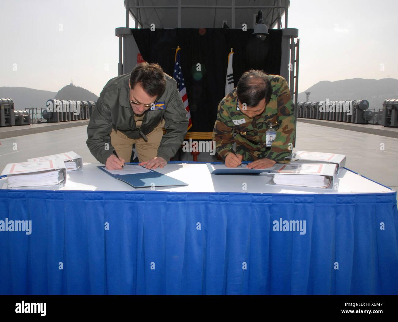 Jung Hwa Stockfotos & Jung Hwa Bilder - Alamy