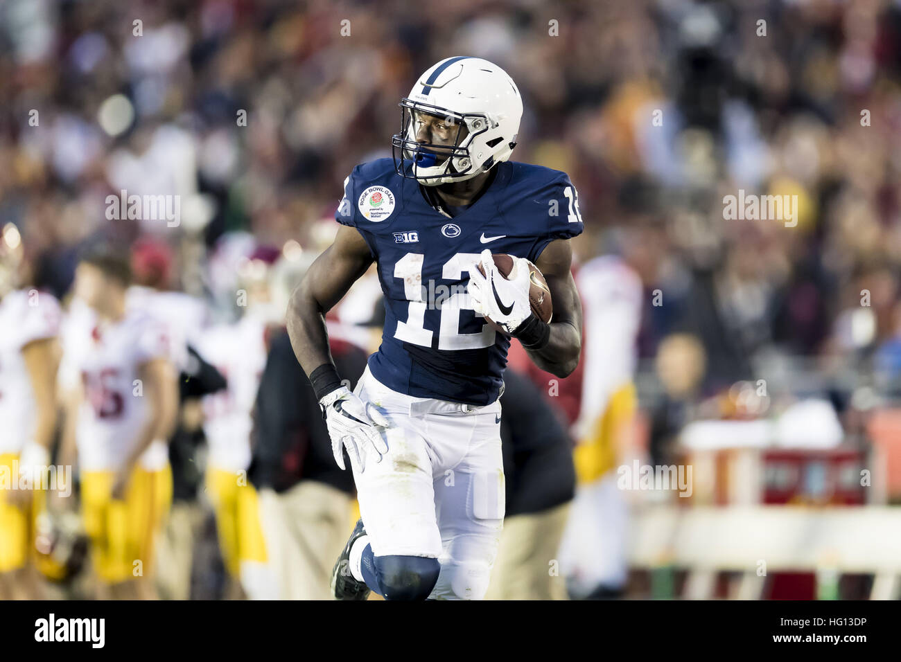 Kalifornien, USA. 2. Januar 2017.  Penn State Wide Receiver Chris Godwin (12) mit einem erstaunlichen Touchdown Stockfoto