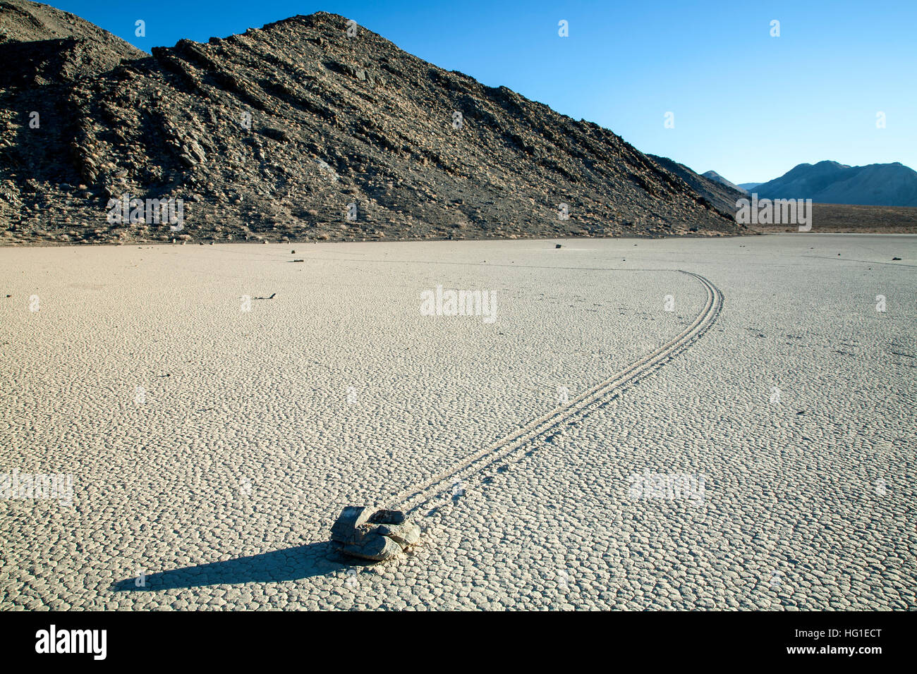 Rock und Track, The Racetrack, Death Valley Nationalpark, Kalifornien USA Stockbild