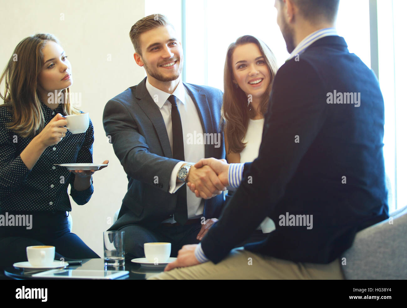 Geschäftsleute, Händeschütteln, finishing ein treffen. Stockbild