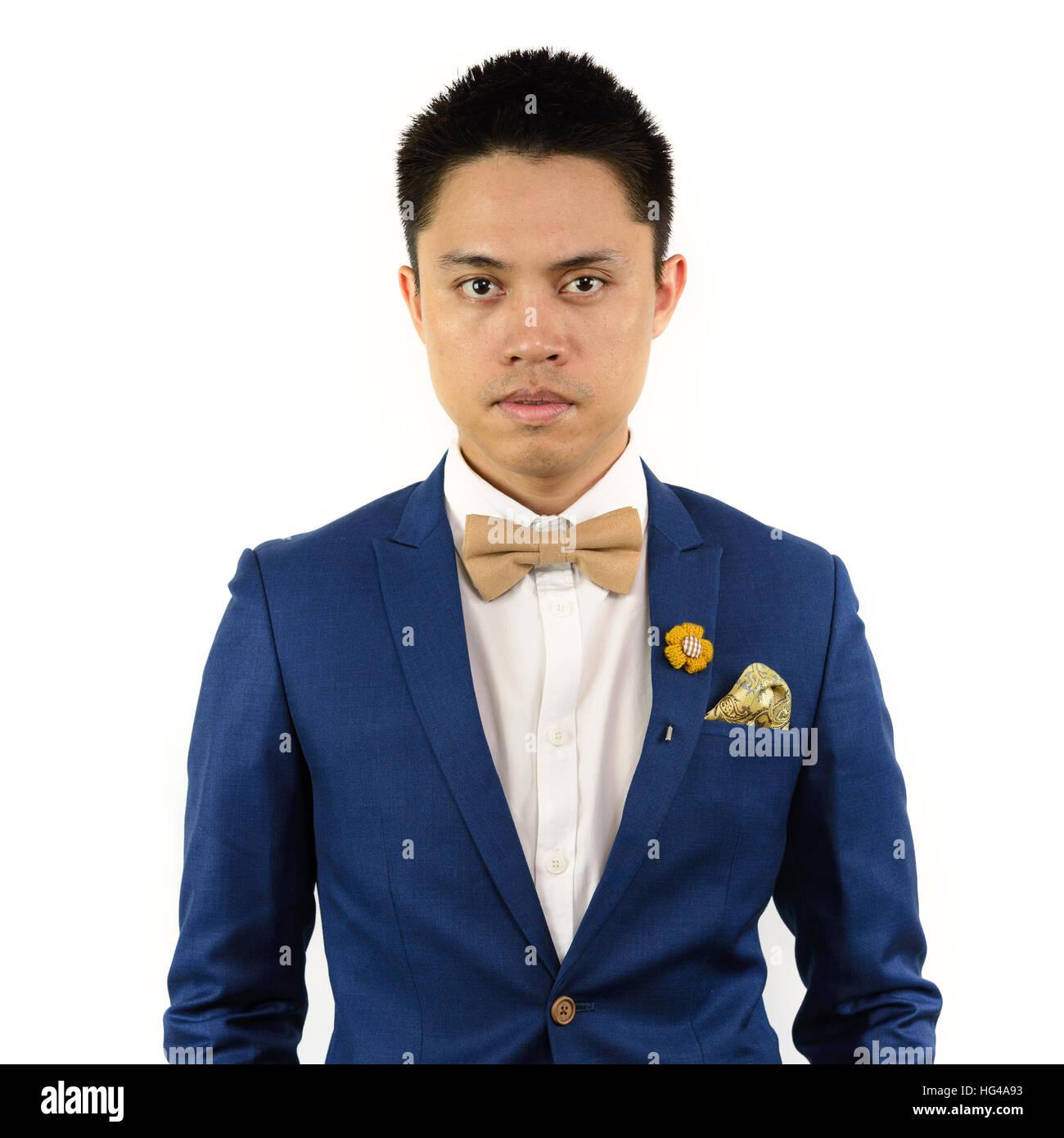 Asiatischer Mann Im Blauen Anzug Mit Kaffee Creme Bowtie Farbe