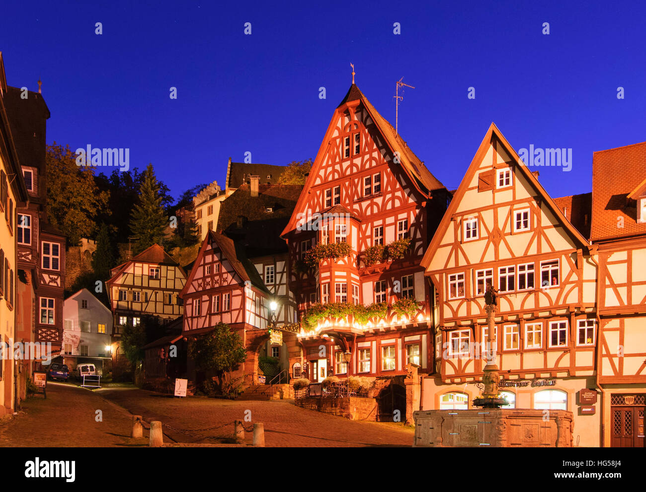 miltenberg schnatterloch marktplatz mit brunnen unterfranken unterfranken bayern bayern. Black Bedroom Furniture Sets. Home Design Ideas