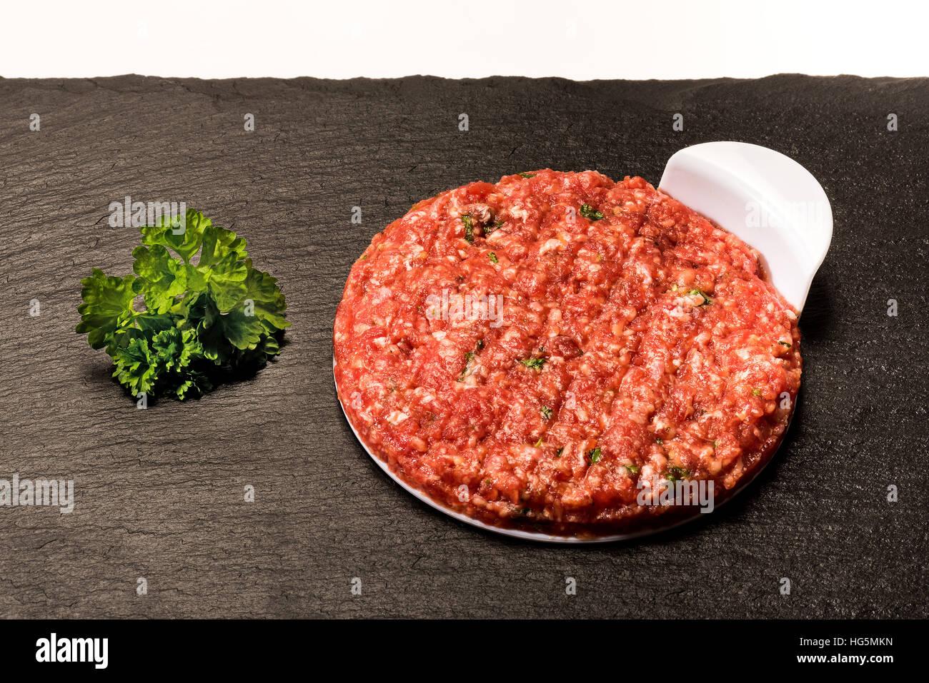 Machen Sie perfekte Hamburger Burger Patty Fleisch. Fast Food, Hambureger, Presse, Zubehör Presse, Stempel, Stockbild