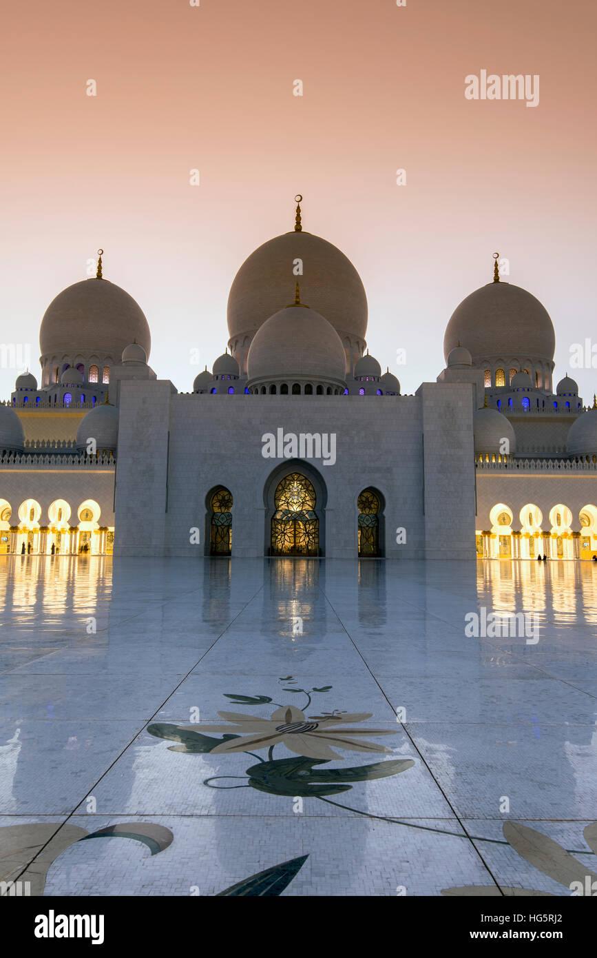 Sheikh-Zayed-Moschee bei Sonnenuntergang, Abu Dhabi, Vereinigte Arabische Emirate Stockbild