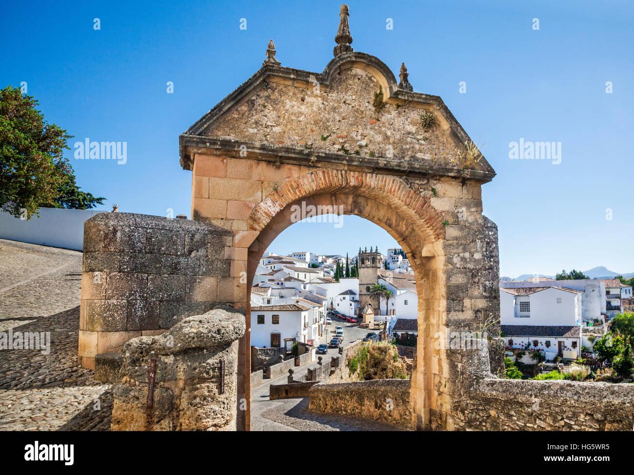 Spanien, Andalusien, Provinz Malaga, Ronda, Iglesia de Nuestro Padre Jesus und Puente Viejo (alte Brücke), Stockbild