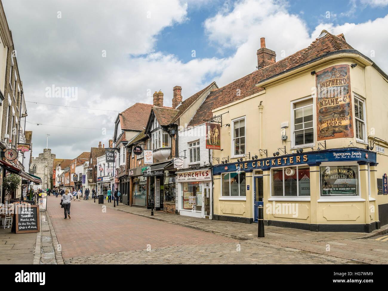 Historische Gebäude und Geschäfte in der alten Stadt-Zentrum von Canterbury, in der Grafschaft Kent, South Stockbild