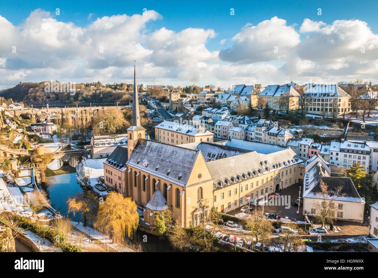 Schöne verschneite Aussicht auf Luxemburg-ville Stockbild