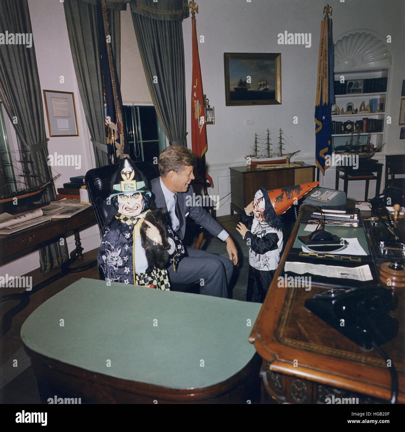 Halloween-Besucher an das Weiße Haus Oval Office. Stockbild