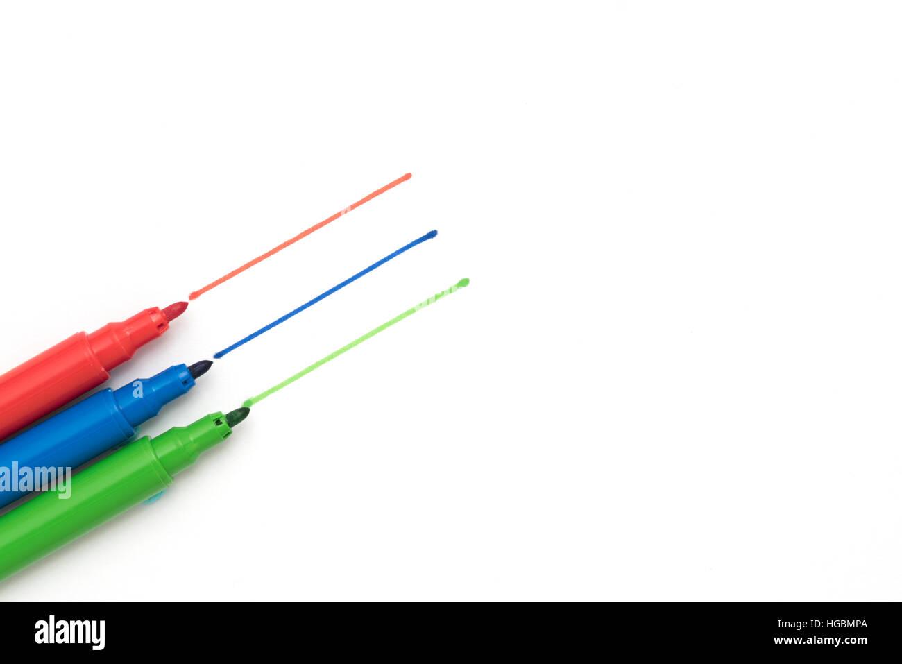 Färben Stifte. Rot, grün und Blau - die Grundfarben - Stifte auf ein ...