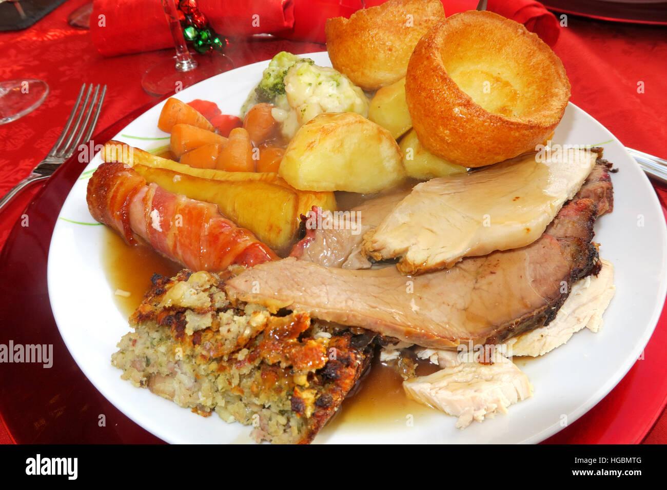Weihnachtsessen Fleisch.Ein Weihnachtsessen Braten Komplett Mit Fleisch Bratkartoffeln Und