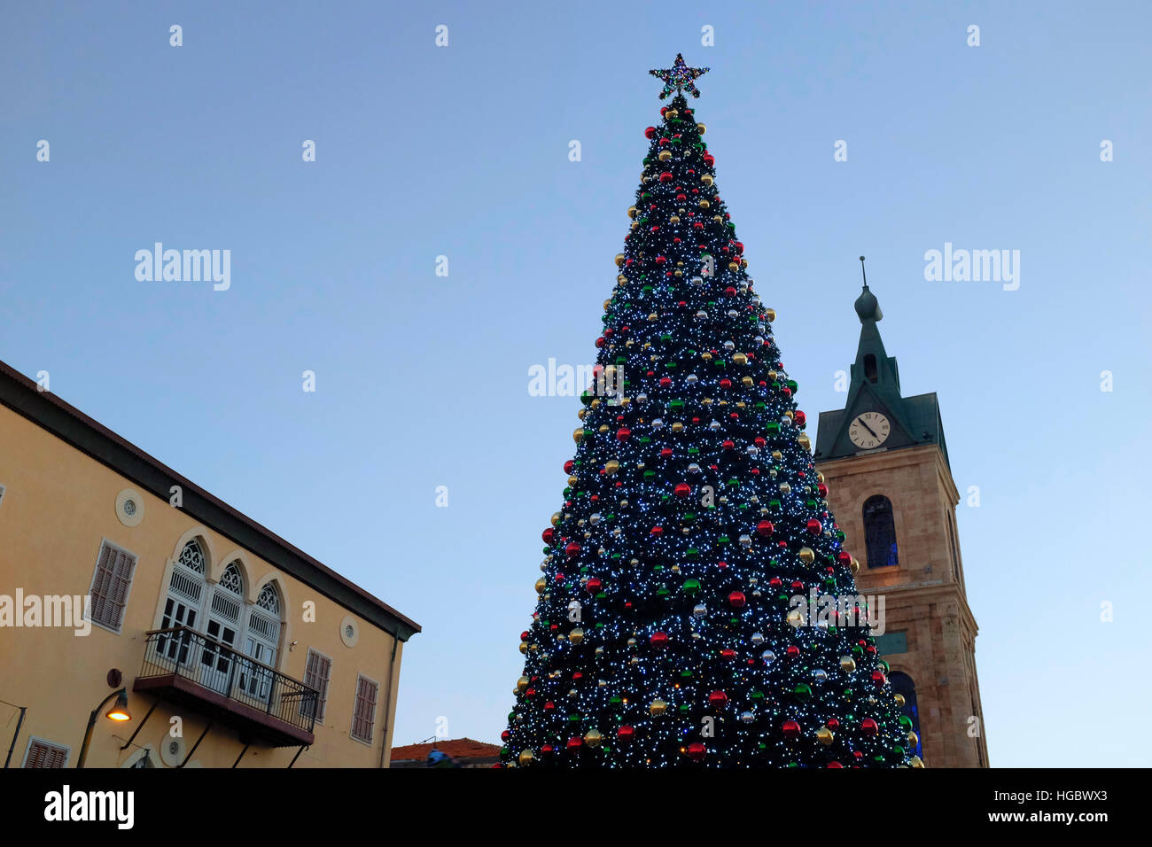 Giant Decorated Christmas Tree In Stockfotos & Giant Decorated ...