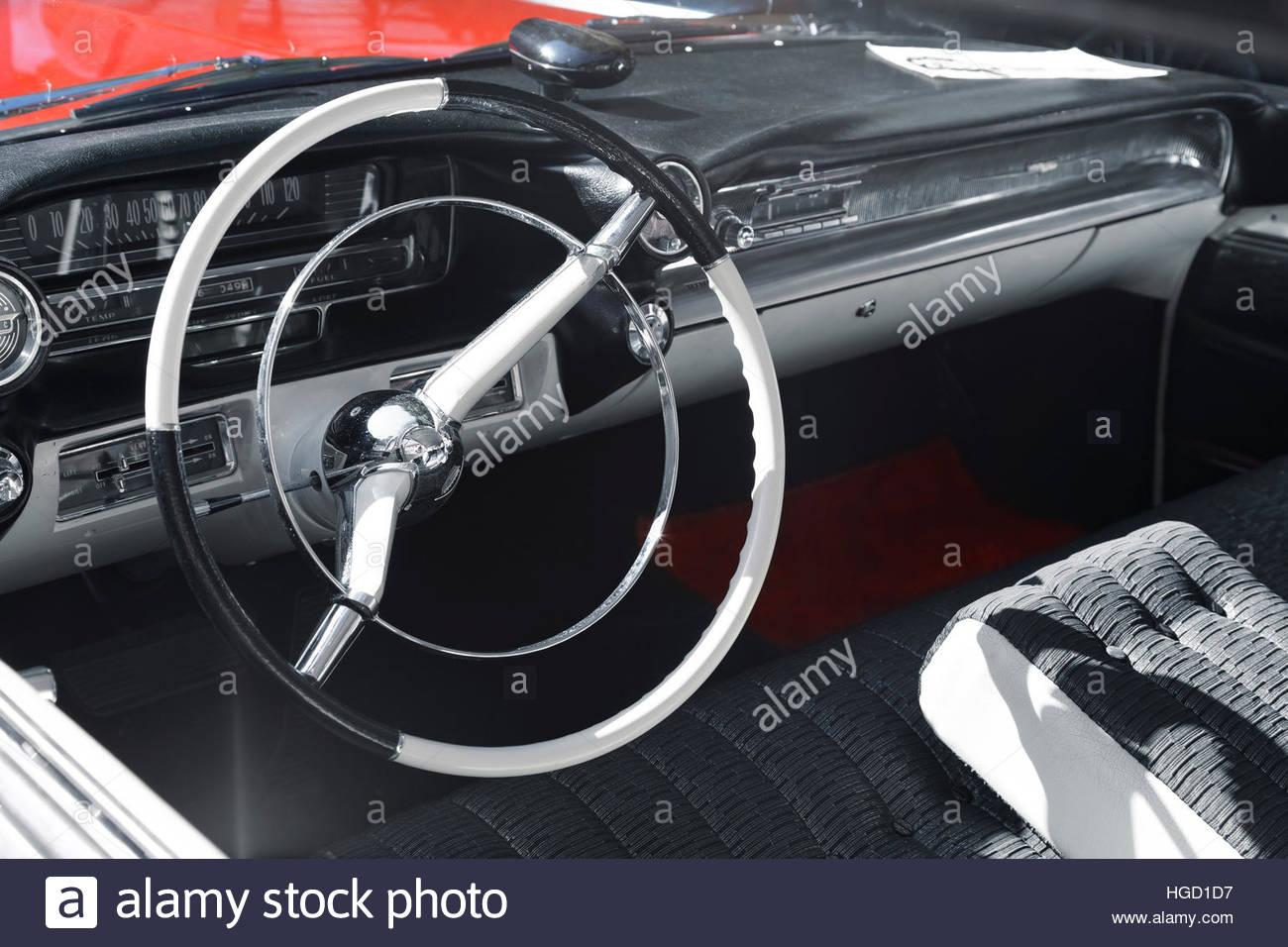 Oldtimer rot, schwarz und weiß Stockbild