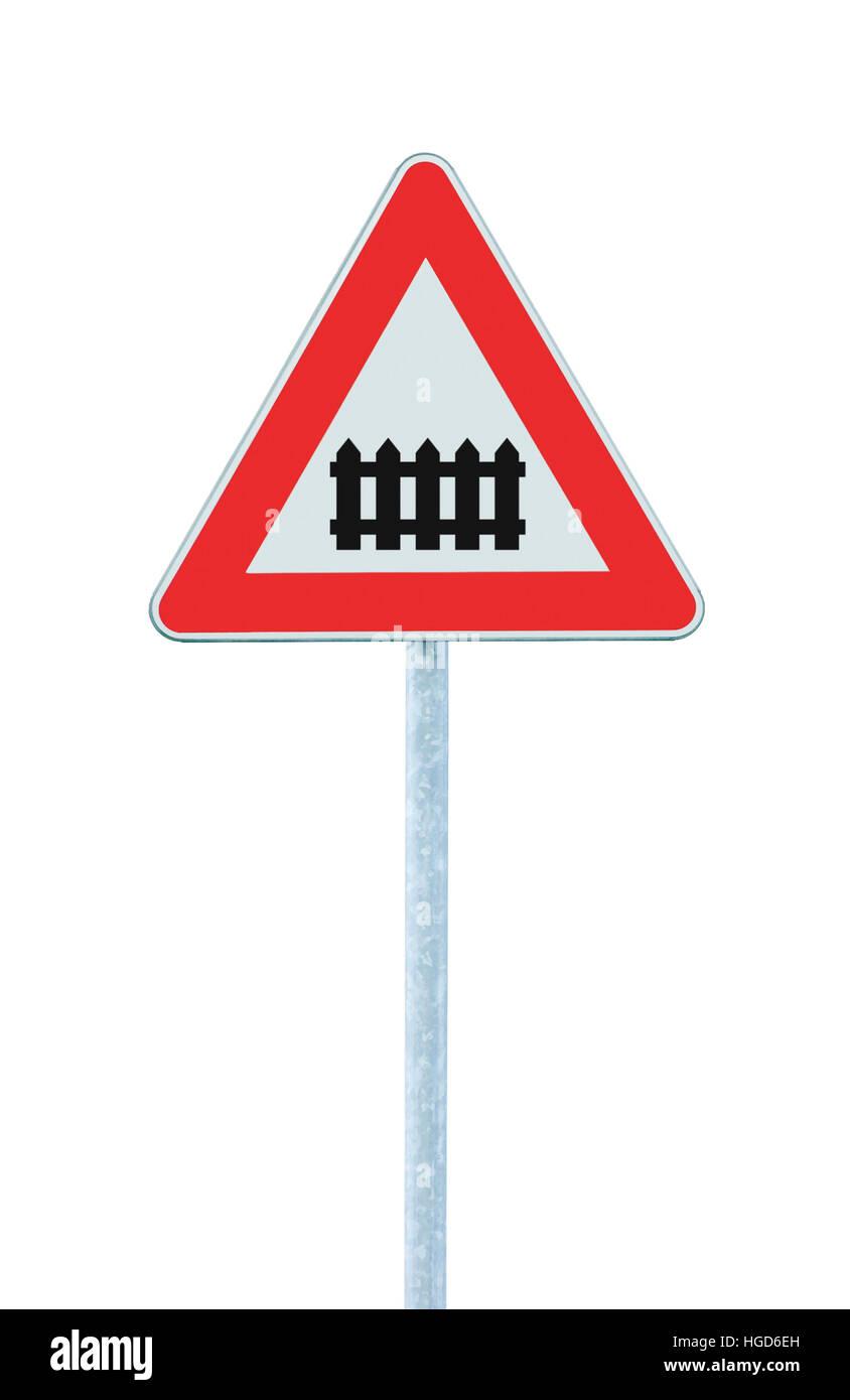 Bahnübergang mit Schranke oder Tor voraus Straßenschild, isolierte ...