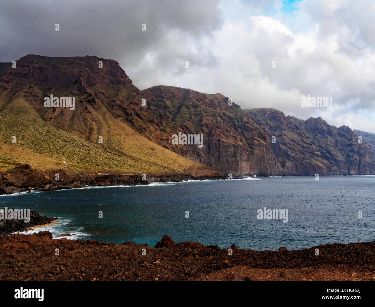 Klippen von Punta de Teno auf Teneriffa Stockbild