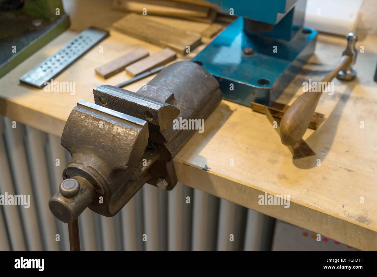 Workbench Vice Stockfotos & Workbench Vice Bilder - Seite 2 - Alamy