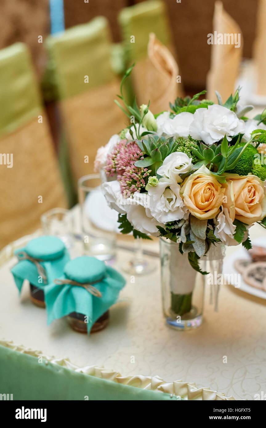 Schone Hochzeitsdekorationen Von Blumen Auf Einem Tisch Im