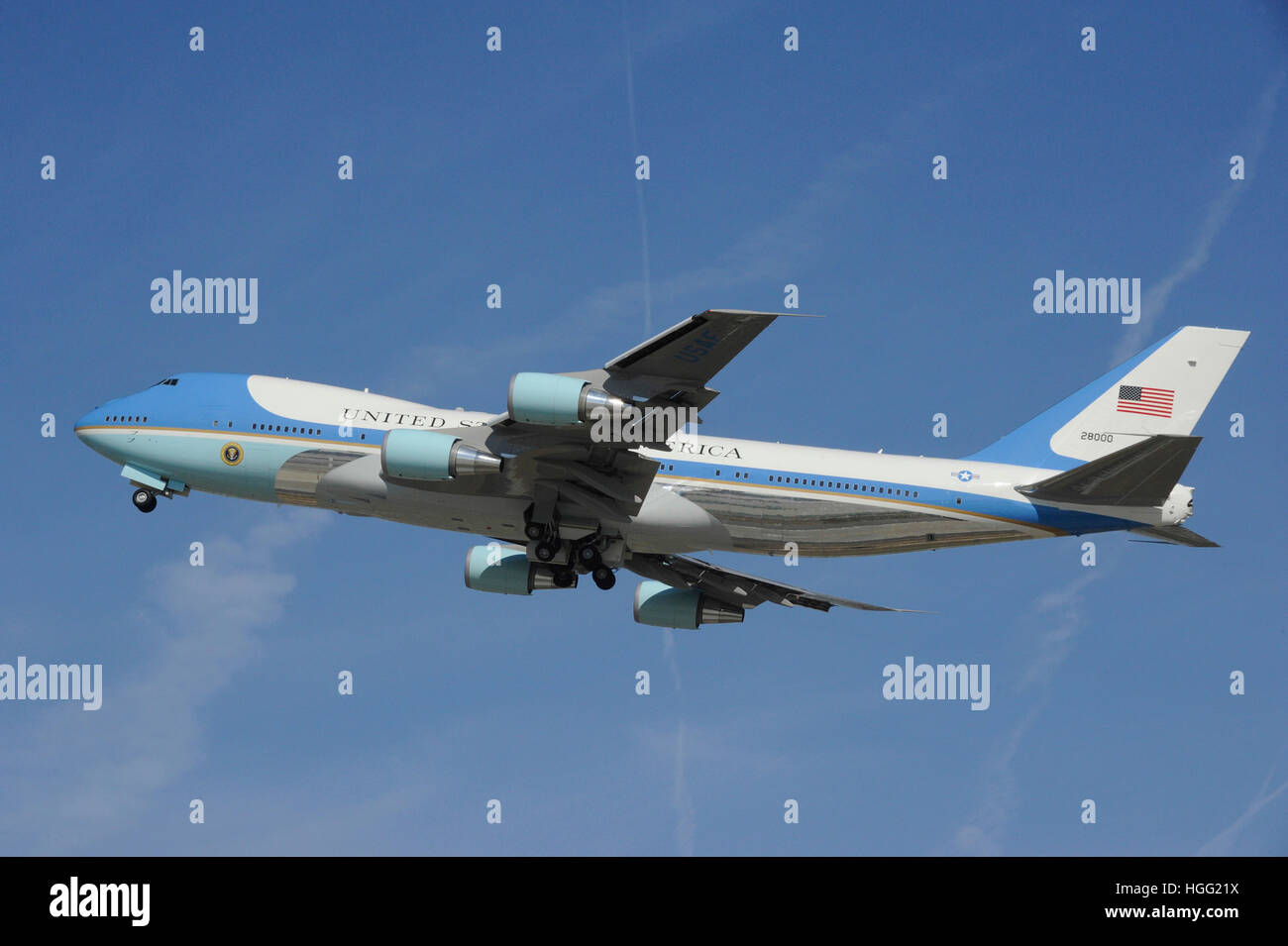 Air Force One nehmen Sie fliegen hoch in den Himmel am LAX