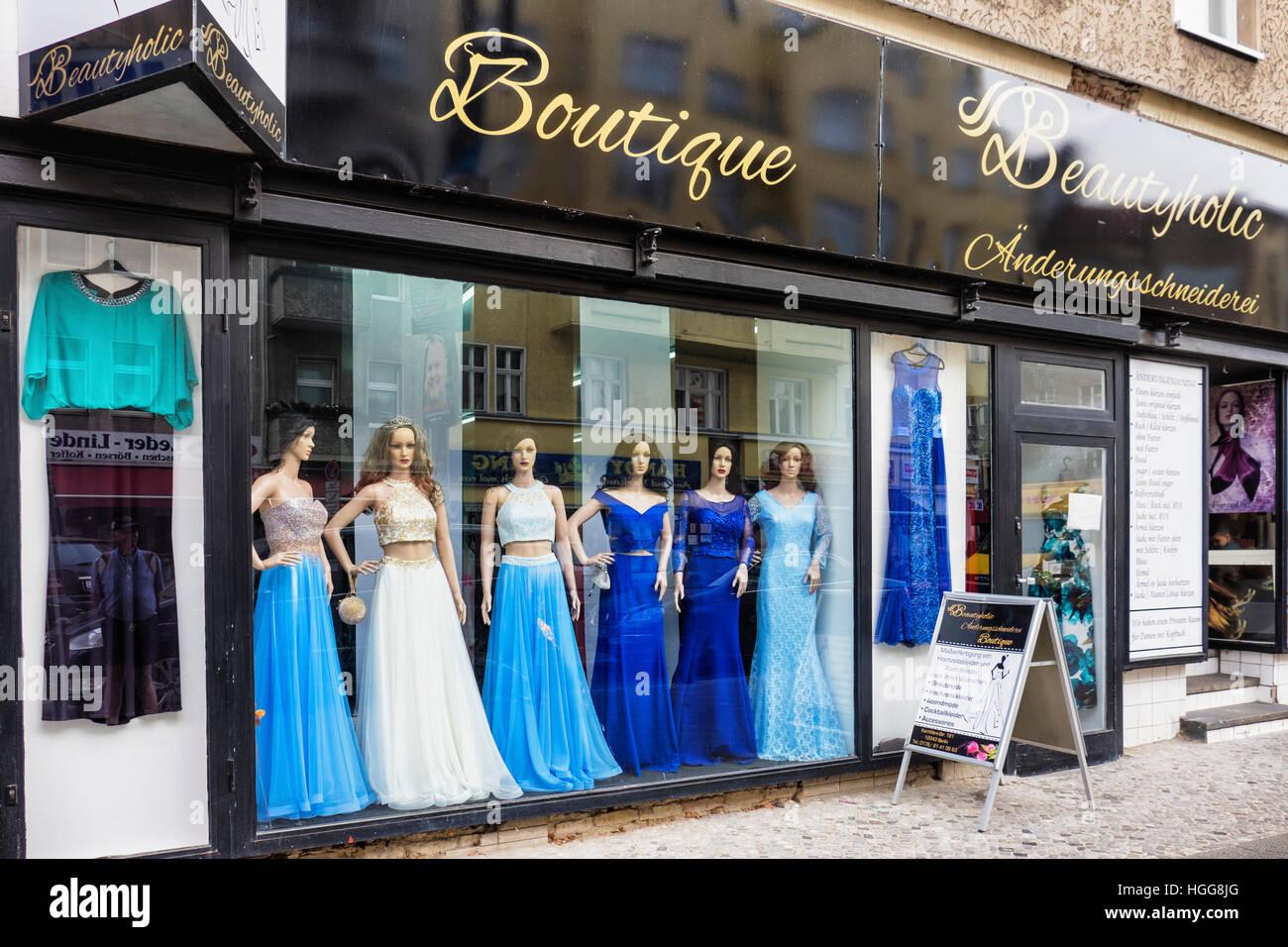 Berlin Neukolln Karl Marx Strasse Beautyholic Boutique Bekleidungsgeschaft Abendmode Und Kleider Zu Verkaufen Stockfotografie Alamy
