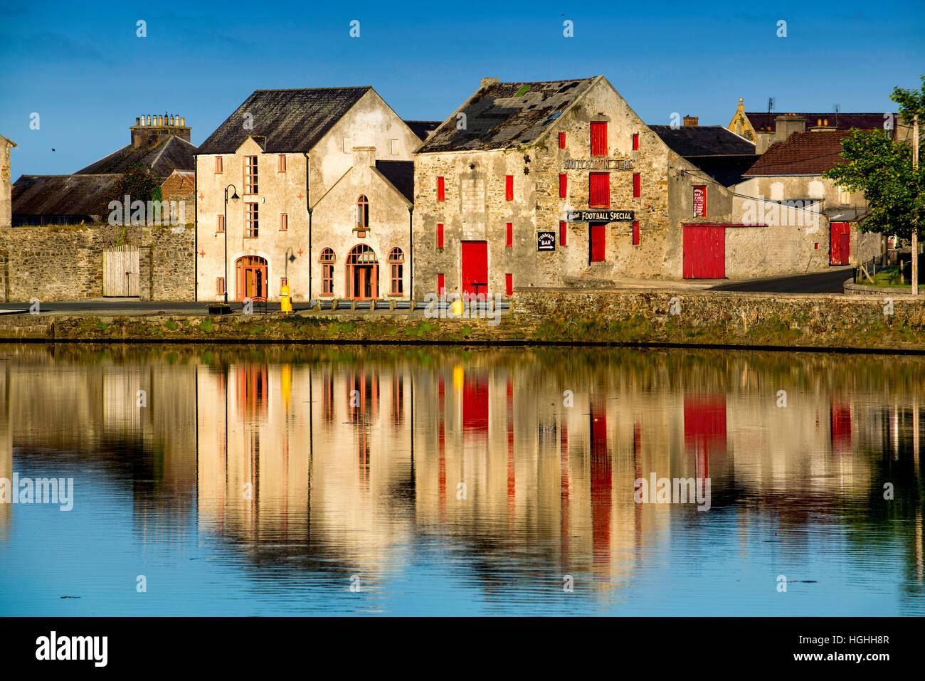 Reflexionen über River Lennon Rathmelton Ramelton Donegal Ireland Stockbild